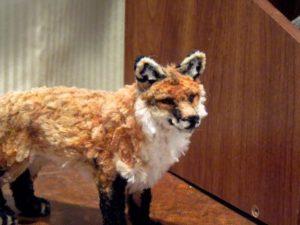 以毛根(類扭管刷)型塑成的紅狐
